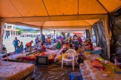 Portoviejo, Equador - abril, 18, 2016: Barracas para os refugiados após 7 terremoto 8 Imagem de Stock