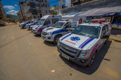 Portoviejo, Equador - abril, 18, 2016: Veículos da equipa de salvamento que fazem esforços da recuperação após 7 terremoto 8 Imagens de Stock Royalty Free