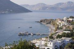 Portowa sceneria w mieście Mirties na wyspie Kalymnos, Grecja z widokiem na wyspie Telendos Obrazy Royalty Free