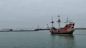 Portowy Aransas, TX - 6 2015 Feb: Turystyczna wycieczkowa łodzi i reklamy barka zbliża się each inny zbiory wideo