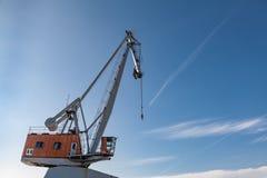 Portowy przemysłu żurawia niebieskie niebo Obrazy Royalty Free