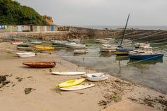 Portowy Racine blisko Auderville, Normandy Francja niski przypływ obrazy stock