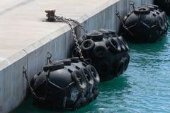 Portowych Gumowych Morskich Fenders szeroki szczegół obraz royalty free