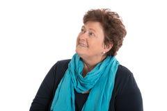 Porträt: ältere Frau lokalisiert über dem Weiß, das bis zum Text lächelt lizenzfreie stockfotos