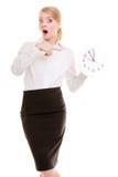 Porträt überraschte Geschäftsfrau mit Uhr Vector moderne Illustration in der flachen Art mit der männlichen Hand, die Stoppuhr hä Stockbild