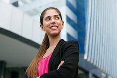 Porträt-überzeugte Geschäftsfrau, die Kopien-Raum schaut Stockbild