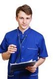 Porträt überzeugten jungen Arztes auf weißem Hintergrund Stockfotos