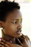 Porträt-attraktiver Afroamerikaner-im Freien jugendlich Mädchen Lizenzfreies Stockbild