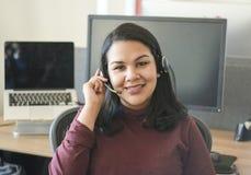 Porträt attraktiver Latina-Geschäftsfrau lizenzfreies stockbild