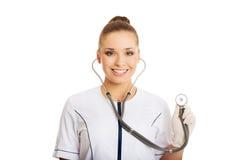 Porträt der Ärztin mit einem Stethoskop Stockfotografie