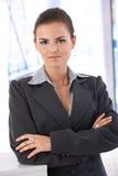 Porträt der überzeugten Geschäftsfrau lizenzfreie stockfotografie