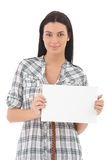 Porträt der überzeugten jungen Frau mit Leerbeleg Stockbilder