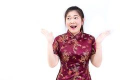 Porträt der asiatischen Frau im langen Kleid des traditionellen Chinesen, cheon Stockbilder