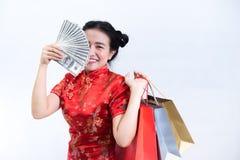 Porträt der asiatischen Frau im langen Kleid des traditionellen Chinesen, cheon Stockbild
