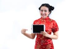 Porträt der asiatischen Frau im langen Kleid des traditionellen Chinesen, cheon Stockfoto