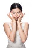 Porträt der asiatischen jungen Frau, die Kamera betrachtet Stockbilder