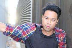 Porträt der asiatischen männlichen Topmodellaufstellung Stockbilder