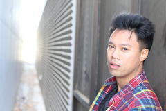 Porträt der asiatischen männlichen Topmodellaufstellung Stockfotos