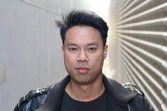 Porträt der asiatischen männlichen Topmodellaufstellung Stockbild