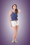 Porträt der attraktiven aufwerfenden jungen asiatischen Frau Lizenzfreies Stockfoto