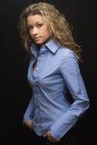 Porträt der attraktiven Brunettefrau Lizenzfreie Stockfotografie