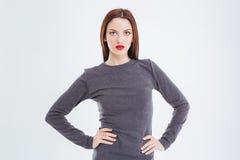 Porträt der attraktiven herrlichen jungen Frau mit den roten Lippen Lizenzfreies Stockfoto
