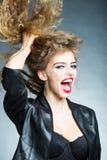 Porträt der attraktiven jungen Frau Lizenzfreie Stockbilder