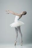 Porträt der Ballerina in der Balletthaltung lizenzfreies stockfoto