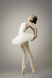 Porträt der Ballerina in der Balletthaltung stockfotos