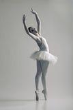 Porträt der Ballerina in der Balletthaltung lizenzfreies stockbild