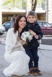 Porträt der Braut mit einem Kind Stockbilder