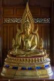 Porträt der Buddha-Haltungsstatue Stockfotografie