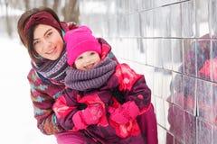 Porträt der Familie im Winter Lizenzfreies Stockbild
