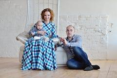 Porträt der Familie Vater, Mutter und Kind Stockbilder