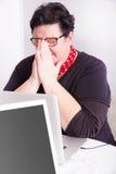 Porträt der Frau in der Büroumwelt Stockfotografie