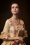 Porträt der Frau im historischen Kleid Lizenzfreies Stockbild