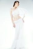 Porträt der Frau im Hochzeitskleid. Berufsmake-up Lizenzfreies Stockfoto