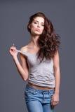 Porträt der Frau mit dem langen braunen Haar der Schönheit Lizenzfreies Stockbild
