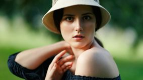 Porträt der Frau mit Hut Lizenzfreies Stockfoto