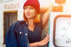 Porträt der frohen Frau stockfotos