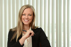 Porträt der Geschäftsfrau Smiling lizenzfreies stockfoto