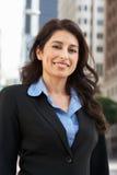 Porträt der Geschäftsfrau Standing In Street Lizenzfreies Stockbild
