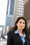 Porträt der Geschäftsfrau Standing In Street Lizenzfreies Stockfoto