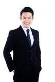 Porträt der Geschäftsmannstellung und -c$lächelns lokalisiert auf weißem b Lizenzfreies Stockbild