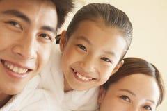 Porträt der glücklichen Familie lizenzfreie stockfotografie