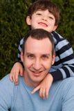 Porträt der glücklichen Familie lächelnd und lachend Lizenzfreies Stockbild