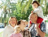 Porträt der glücklichen Familie von mehreren Generationen Lizenzfreies Stockbild