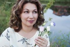 Porträt der glücklichen Frau Lizenzfreie Stockbilder