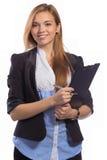 Porträt der glücklichen Geschäftsfrau mit Klemmbrett lizenzfreie stockfotos