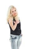 Porträt der glücklichen jungen zufälligen Frau mit dem blonden Haar Stockfotografie